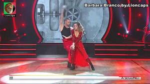 Barbara Branco sensual no programa Dança com as estrelas