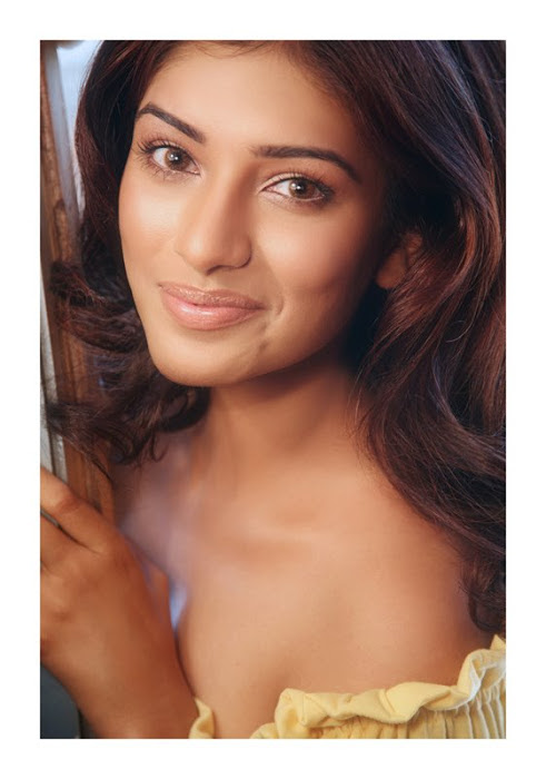 divya bhandari hot stills 20 Divya Bhandari Hot Stills
