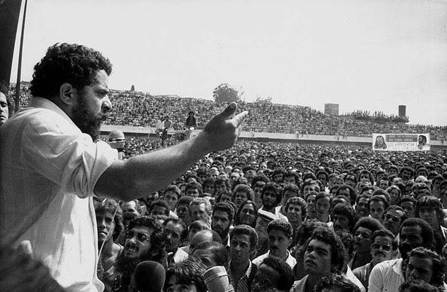 O líder sindical e ex-presidente Lula, em foto de 1979, durante discurso para metalúrgicos