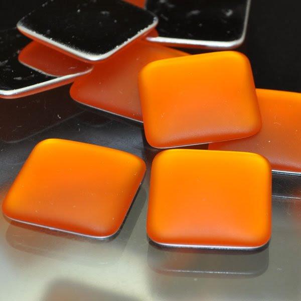 s33941 LunaSoft - Cabochon - 17 mm Square - Mango (1)