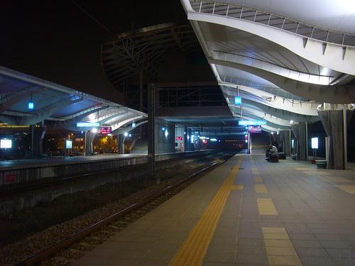 新烏日站月台夜景