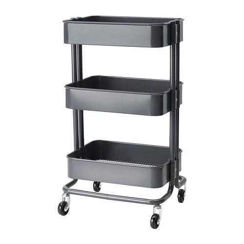 RÅSKOG Tarjoiluvaunu/apupöytä IKEA Tukevan rakenteen ja pyörien ansiosta helppo siirrellä tarvittaessa. Pienikokoinen; mahtuu pieneenkin tilaan.
