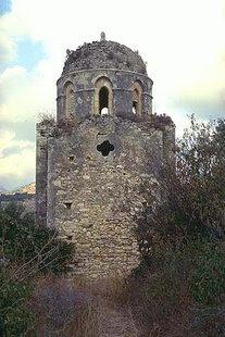 Το ψηλό και στενό τύμπανο του Αγίου Αντωνίου, Αγγελιανά