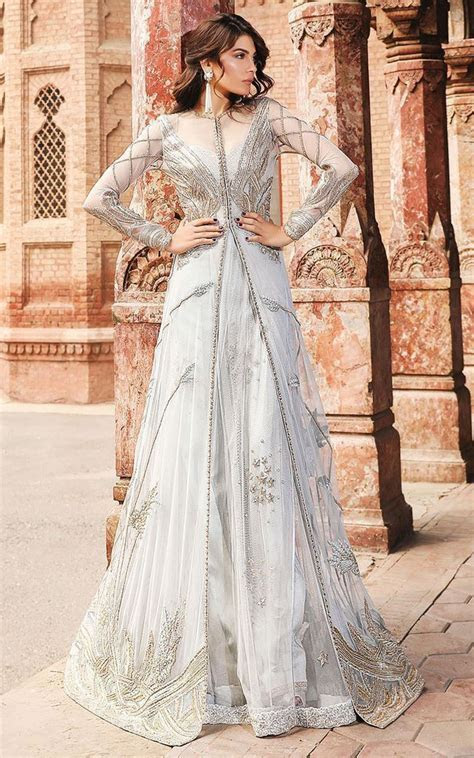 5 Most Elegant Pakistani Designer Maxi Dresses That Steal