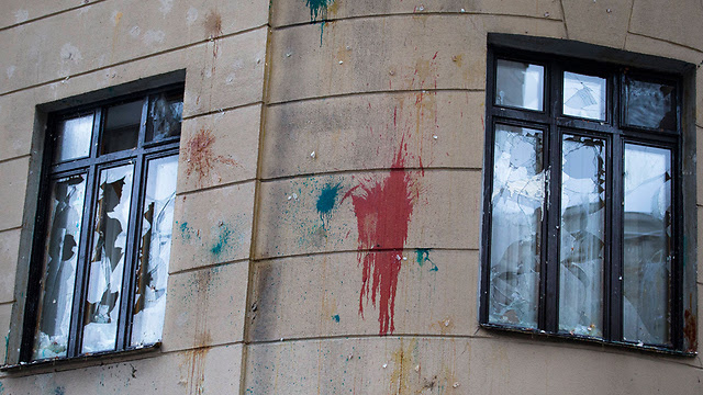 Paint thrown at the Turkish embassy in Mosocw (Photo: AP)