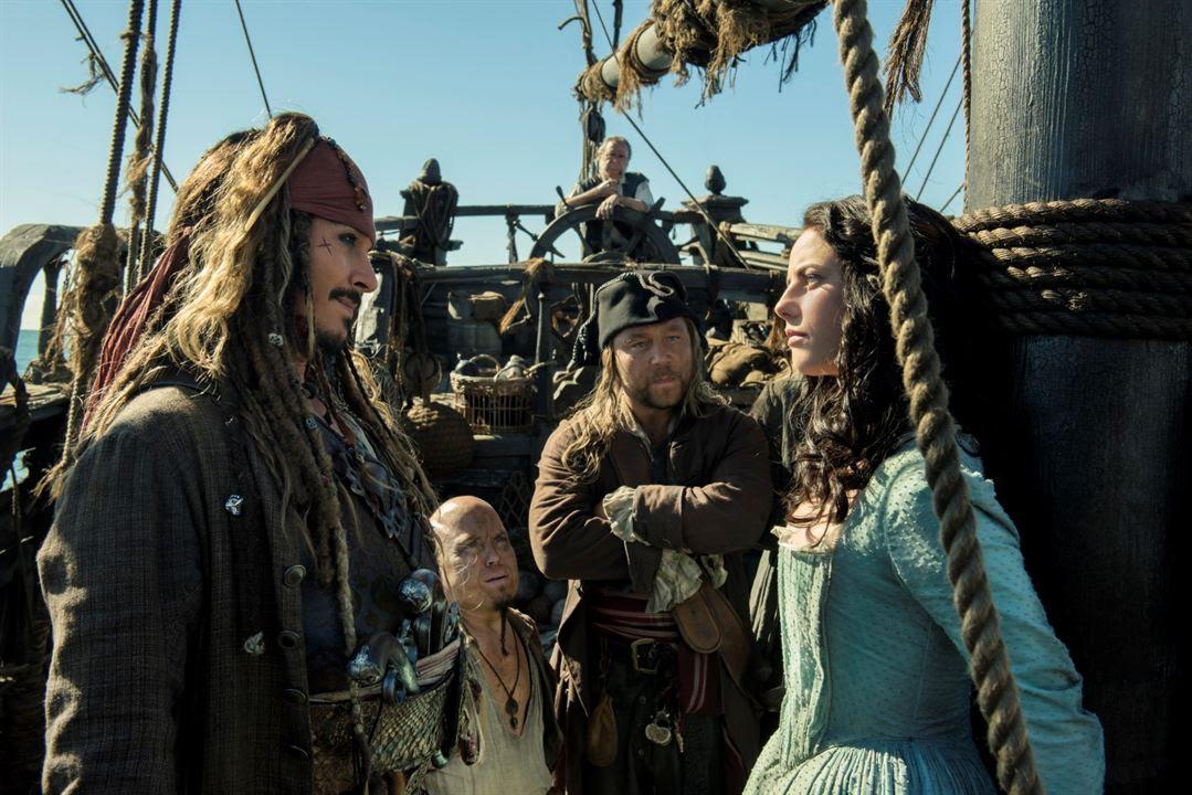 Pirates des Caraïbes : la Vengeance de Salazar : Photo Johnny Depp, Kaya Scodelario, Martin Klebba, Stephen Graham