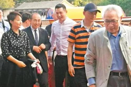 袁立(左一)、潘石屹(左二)、崔永元(右二)及任志强(右一)。(网络图片)