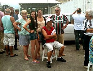 idosos com netos para comprar ingressos na Arena