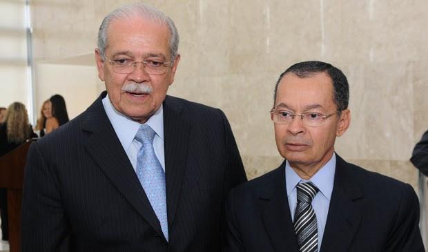César Borges e Paulo Sérgio Passos, durante transmissão de cargo nos Transportes em abril de 2013 (Foto: Edsom Leite/Ministérios dos Transportes)