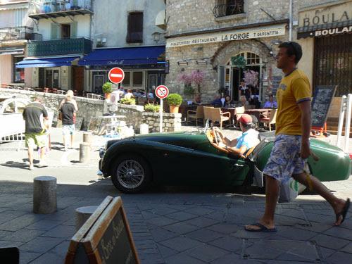 voiture verte.jpg