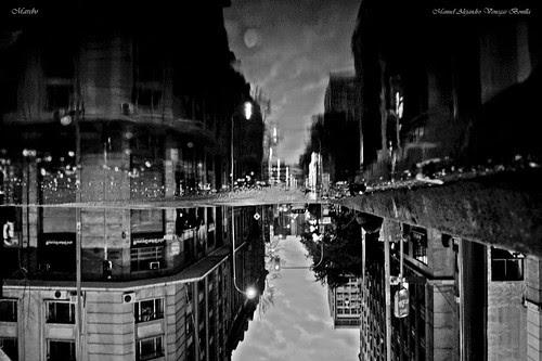 Santiago de Chile, mundo reflejado Calle Bandera by Alejandro Bonilla