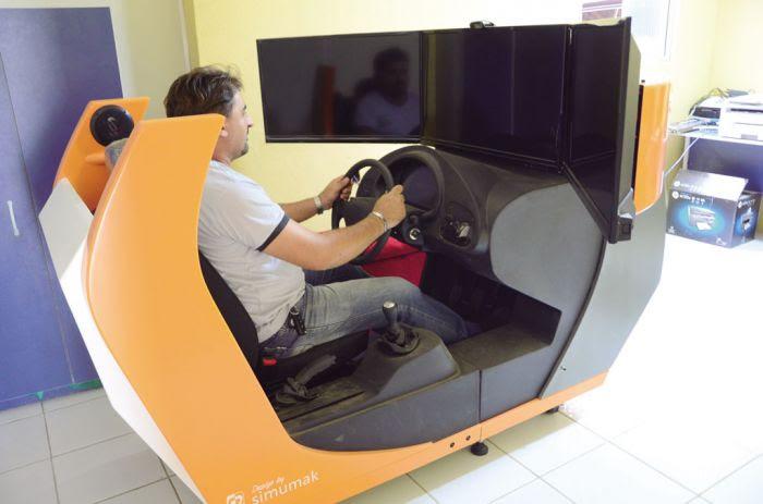 Simulador-de-trânsito-da-Auto-Escola-CEDUTRAN-WM-2