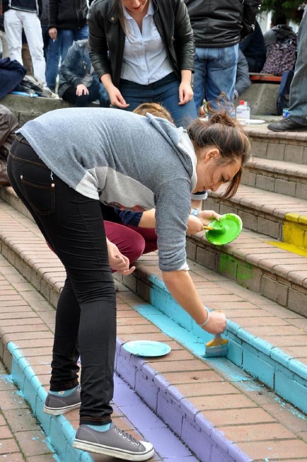 Ktülü öğrenciler Akpye Karşı Merdiven Boyadı