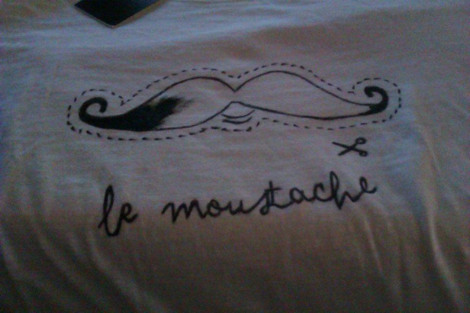 DIY - Moustache T-shirt - Camiseta (pintada a mano)