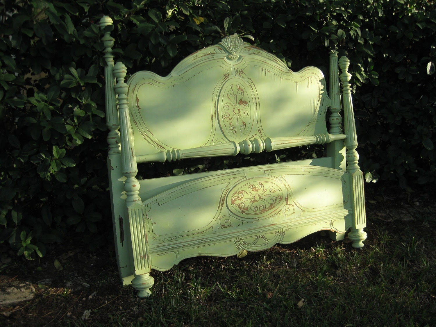 Shabby chic vintage cottage full size bed
