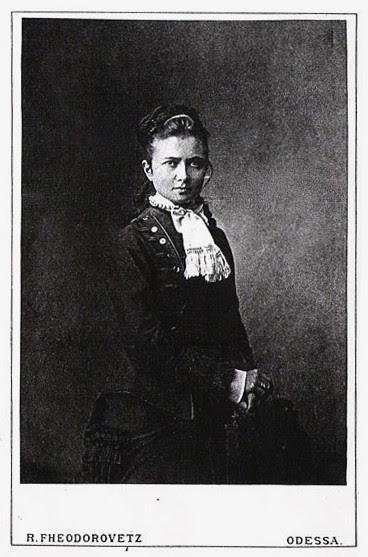 Мать Анны Ахматовой - Инна Эразмовна Стогова матери, такие разные