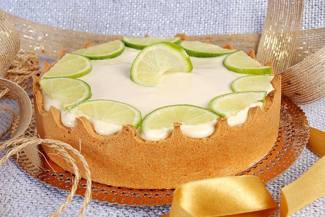 Torta de limão com massa de biscoito