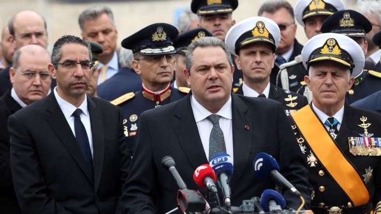Ο ΥΕΘΑ Πάνος Καμμένος (Κ), μαζί με τον Κύπριο ομόλογό του Σάββα Αγγελίδη (1-Α) και τον Α/ΓΕΕΘΑ Ευάγγελο Αποστολάκη (1-Δ), κάνει δηλώσεις κάνει δηλώσεις μετά το πέρας της στρατιωτικής παρέλασης στο Σύνταγμα στο πλαίσιο του εορτασμού της 25ης Μαρτίου, Κυριακή 25 Μαρτίου 2018. ΑΠΕ - ΜΠΕ, Αλέξανδρος Μπελτές