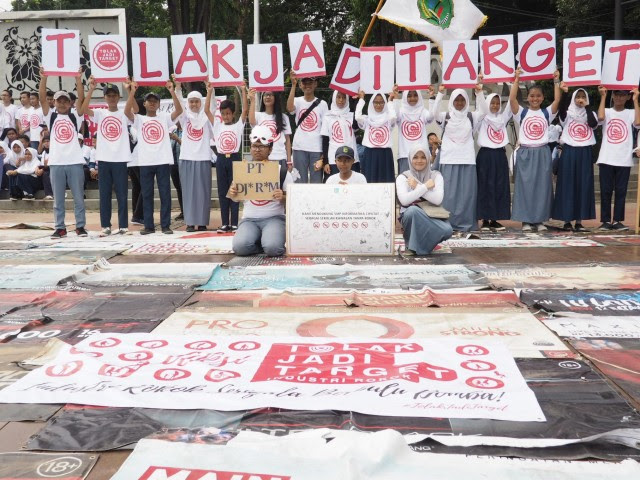 Lima Perusahaan Besar Rokok Pasang Iklan di Sekitar Sekolah, Ratusan Pelajar Protes ke Istana