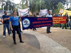 Protesto começou no Centro de Presidente Prudente (Foto: Heloise Hamada/G1)