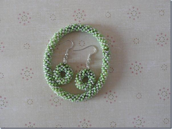 zapestnica uhani kvackani zeleni