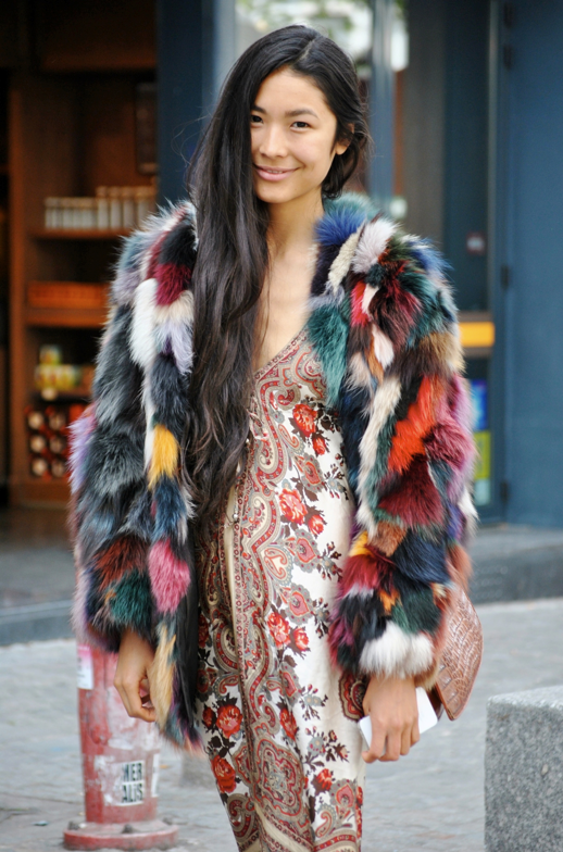 THE STREET MUSE COLORFUL BRIGHT FUR COAT MULTICOLOR PAISLEY COUNTRY PRINT SIMPLE DRESS LONG HAIR BOHO ETHEREAL CHIC DIFFERENT STREET STYLE