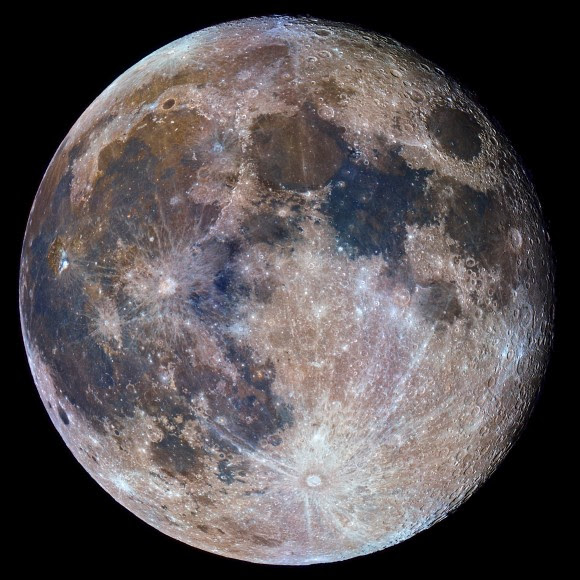 Color variations observed a day after the supermoon are indicative of compositional differences over the Lunar surface (image credit: Noel Carboni).