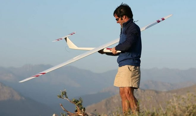 Самый быстрый в мире радиоуправляемый планер разогнался до рекордных 882 км/ч
