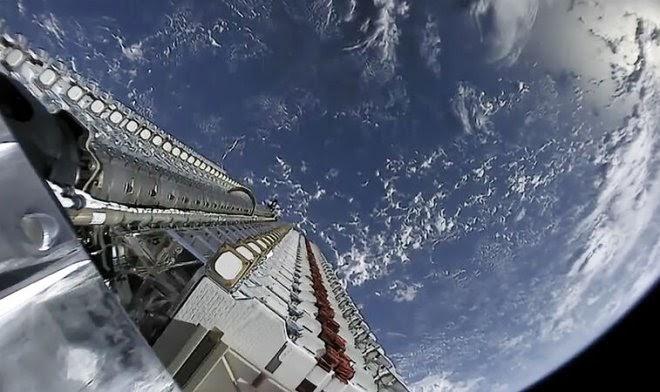 SpaceX собирается раздавать телефонную связь через спутники Starlink