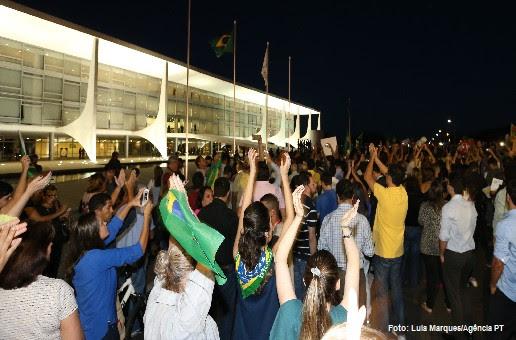 Classes C D e E tambm apoiam impeachment Dvida o day after