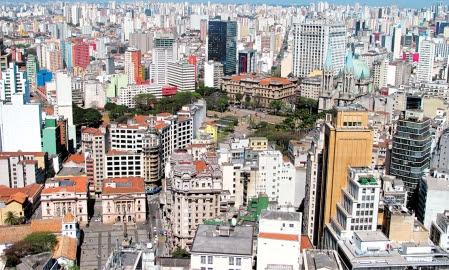São Paulo vue du toit, à 161 mètres, de l'édifice Art déco Altino Arantes, au centre-ville historique.