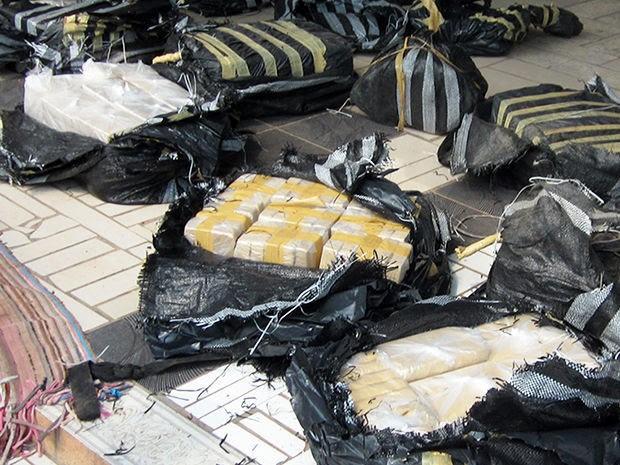 Cocaína estava embalada em sacos plásticos dentro da aeronave (Foto: Assessoria/Polícia Civil)