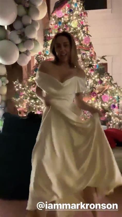 Miley cyrus wedding gown   I Do in 2019   Miley cyrus