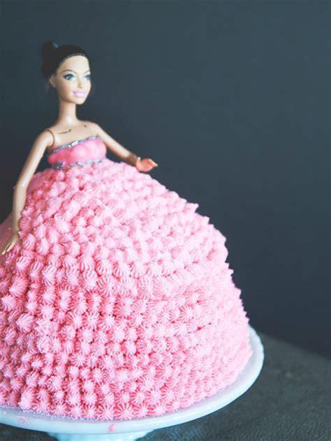 Grammys 2015: Rihanna Pink Dress Cake; Grammys Fashion