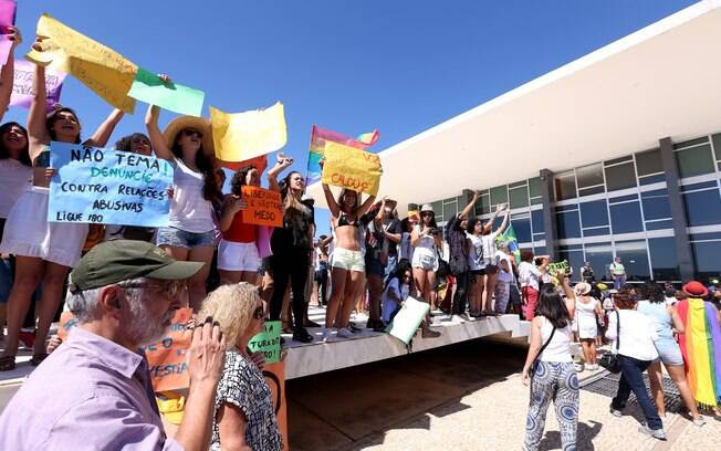 A Marcha das Flores – 30 Contra Todas foi motivada pelo caso da menor estuprada por mais de 30 homens no Rio de Janeiro