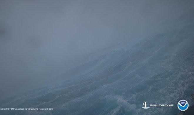 Беспилотник Saildrone передает драматичные видео из самого сердца урагана Сэм
