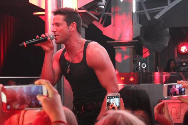 Jeff Timmon anf Mr. Fab 98 Degrees Men of the strip (2)