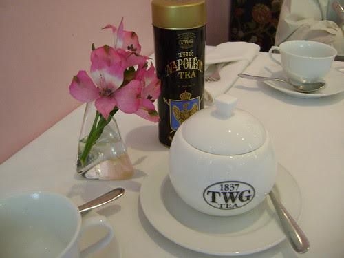 table setting - bowl of brown sugar
