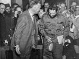 16 de abril. El secretario interino de Estado, Christian Herter invita a Fidel a sentarse en el hotel de Washington donde lo invitó a almorzar. Foto: Revolución.