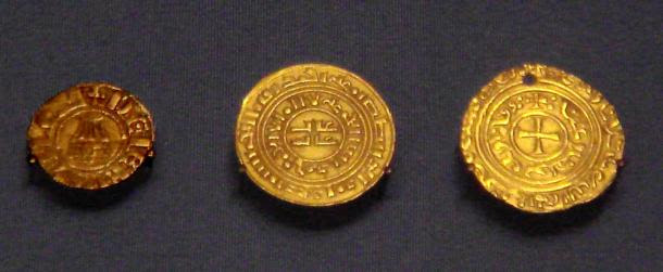 Crusader coins of the kingdom of Jerusalem, Denier in European style with Holy Sepulchre. British Museum, 2007.