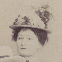 woman w/hat detail
