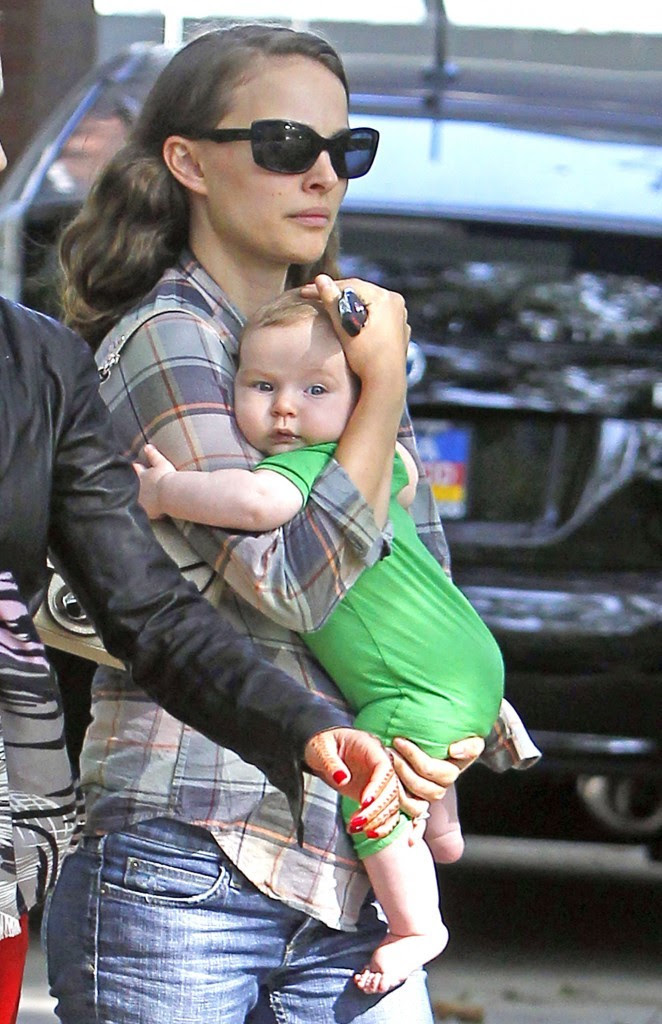 Natalie-Portman-et-son-fils-Aleph-a-Hollywood-le-20-octobre-2011_portrait_w674.jpg (662×1024)
