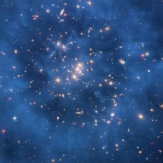 Anillo de materia oscura en un cúmulo de galaxias