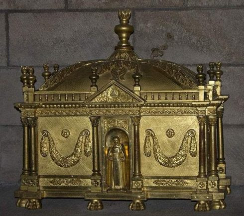 Reliquary of St. Godeberta in the Cathédrale Notre-Dame de Noyon, France. Photo taken by Daniel Villafruela.