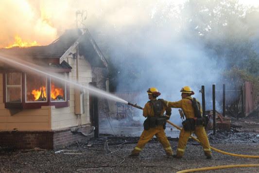 Καλιφόρνια: Εικόνες απόλυτης καταστροφής από τη φωτιά [pics, vids]