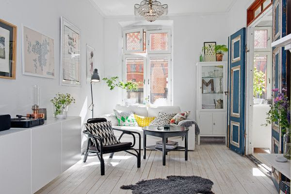Small apartment defined by small details