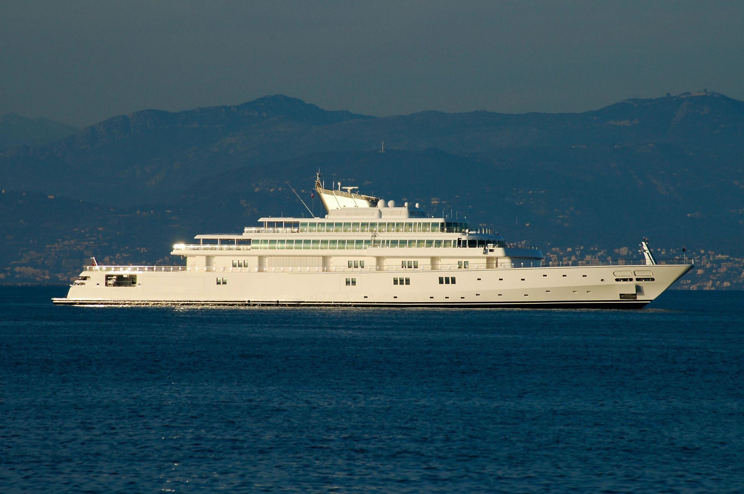 Larry Ellison - Motor Yacht