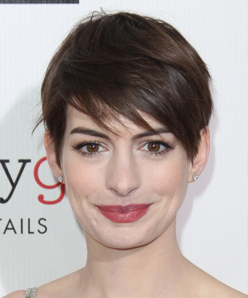 Anne Hathaway Short Straight Casual Hairstyle with Side ...