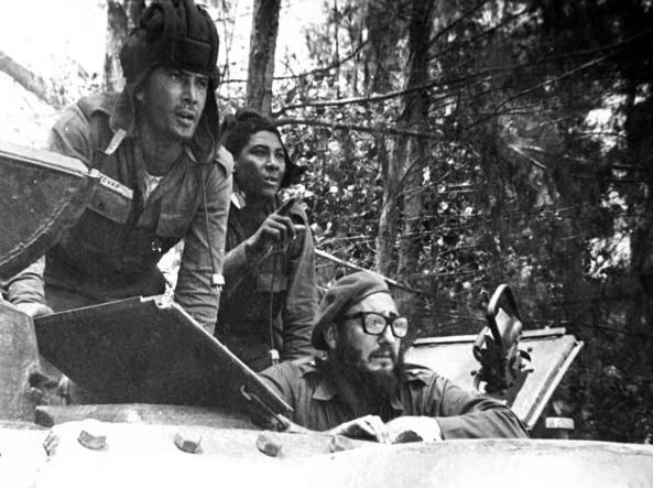 Fidel Castro durante la controffensiva in una foto pubblicata sulla Granma, il giornale del partito comunista cubano  (Ap/Corrales)