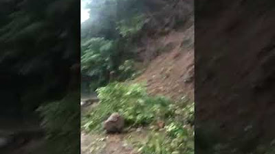 Vidoe Diguyur Hujan Kuat Akses Jalan Menuju Gunung Luhur Terputus Longsor
